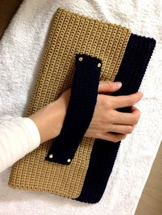 crochet clutch bag    ♪ ♪ ... #inspiration #diy GB http://www.pinterest.com/gigibrazil/boards/
