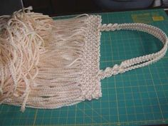 Is this HUGE or what! I wanted to make a big purse but didn't think it would make up this large. There are 1520 macrame knots in this purse. I counted them. Well, actually I counted tw… Macrame Purse, Macrame Knots, Big Purses, Purses And Handbags, Bag Patterns To Sew, Sewing Patterns, Purse Tutorial, Macrame Projects, Types Of Bag