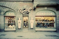 that's one gorgeous shop front!