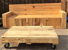 repurposed wood pallet furniture