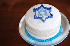 Check out my step-by-step instructions for this gorgeous Disney Frozen cake. You won't believe how easy it is to make this Frozen-inspired Birthday cake! Disney Frozen Party, Frozen Birthday Party, Frozen Theme Party, Cupcake Birthday Cake, Birthday Cake Girls, Birthday Ideas, 4th Birthday, Birthday Parties, Turtle Birthday