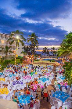 Marival Resort & Suites Nuevo Vallarta, Riviera Nayarit se enorgullece en presentar l noches temáticas en el restaurante buffet Casa Bella; esta es nuestra noche mexicana.