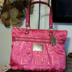 Coach Pink Poppy Glam shoulder bag /tote Large Beautiful Poppy in my favorite color, PINK. this bag is in like new condition. No stains. Clean as a pin. Coach Bags Shoulder Bags