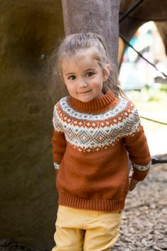 Knitting For Kids, Baby Knitting Patterns, Yarn Crafts, Diy And Crafts, Baby Barn, Arctic, Baby Gifts, Kids Outfits, Turtle Neck