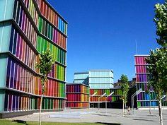 نمای ساختمان رنگیِ شگفت انگیز برای مشاهده عکس ها و اطلاع بیشتر از این ساختمان های رنگی به سایت زیر مراجعه نمایید: http://tehranlux.com/%D9%86%D9%85%D8%A7%DB%8C-%D8%B3%D8%A7%D8%AE%D8%AA%D9%85%D8%A7%D9%86/