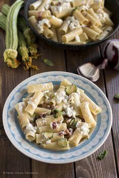 Pasta con Zucchine, Stracciatella Pugliese, Pancetta e Cipolla Rossa di Tropea