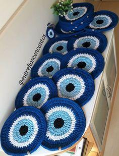 Sousplat griechisches Auge häkeln gestricktes Garn – Entre Fios e Encantos – Meus Trabalhos - Malvorlagen Mandala Motif Mandala Crochet, Crochet Motifs, Crochet Doilies, Crochet Stitches, Crochet Eyes, Love Crochet, Crochet Gifts, Knit Crochet, Crochet Motif