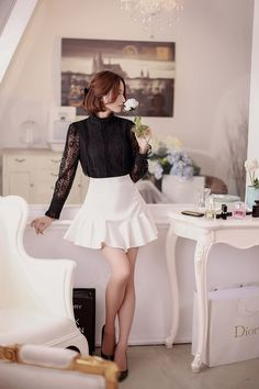 Long-sleeved lace shirt