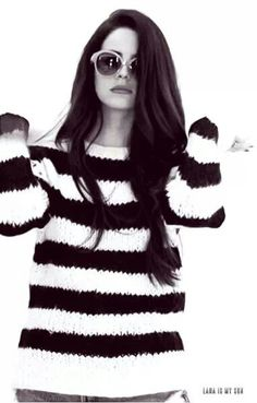 Lana Del Rey #LDR this top looks very knittable!