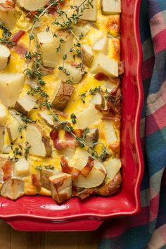 Delight your family with this tasty bacon potato quiche casserole.This breakfast casserole with fresh potatoes is healthy and hearty. Potato And Egg Breakfast, Breakfast Egg Casserole, Savory Breakfast, Breakfast Time, Breakfast Recipes, Cookbook Recipes, Egg Recipes, Cooking Recipes, Kitchen Recipes