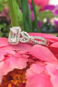 Vintage Engagement Rings With Stunning Details ❤ See more: http://www.weddingforward.com/vintage-engagement-rings/ #weddings
