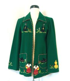 RESERVED until // Vintage 1940 1950 Mexicana souvenir tourist jacket green applique dancer mexico fiesta wool felt coat sweater 1940s Fashion, Fashion 2020, Vintage Fashion, Vintage Coat, Vintage Sewing, Vintage Opulence, Vintage Dresses, Vintage Outfits, Vintage Thrift Stores