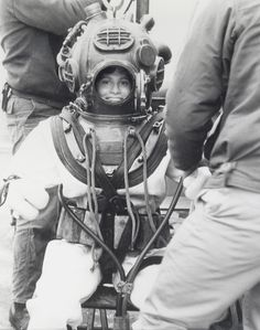 love this photo of my friend Sue in all her diving gear.