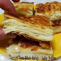 Laying on the floor, as well as composting. Turkish Recipes, Ethnic Recipes, Savory Pastry, Greek Cooking, Recipe Mix, Bread And Pastries, Breakfast Items, Galette, No Cook Meals