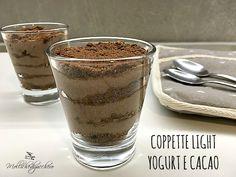 Le coppette light con yogurt e cacao sono un dessert freschissimo e leggero, perfette per concederci una coccola dolce anche ora che la prova costume...