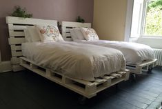 41 Awesome Easy To Made Rustic Wood Pallet Projects Sensod Create. Pallet bed ideas The post 41 Awesome Easy To Made Rustic Wood Pallet Projects Sensod Create. appeared first on Pallet Diy. Pallet Twin Beds, Pallet Bed Frames, Diy Pallet Bed, Wooden Pallet Furniture, Diy Bed Frame, Bed Furniture, Furniture Ideas, Wood Pallets, Pallet Room