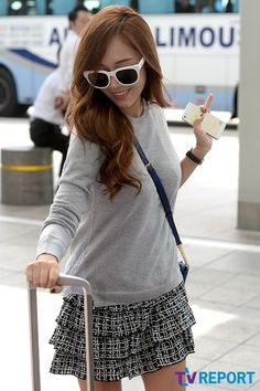 Jessica xinh xắn, Yoona gầy nhom xuất hiện tại sân bay - Kenh14.vn