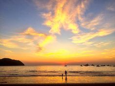 Gorgeous sunset in Playa Herradura today!