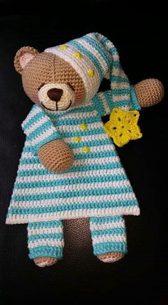 For ever Friends beer lappenpop. Crochet Security Blanket, Crochet Lovey, Crochet Baby Toys, Crochet Teddy, Crochet Beanie, Love Crochet, Crochet Gifts, Crochet For Kids, Crochet Dolls