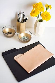 Leather File Folders Chic and stylish office supplies- black and natural file folders perfect for holding papers, tablets, and e-readers.Chic and stylish office supplies- black and natural file folders perfect for holding papers, tablets, and e-readers. Diy Leather Projects, Leather Diy Crafts, Office Accessories, Leather Accessories, Leather Jewelry, Leather Folder, Diy Sac, Diy Accessoires, Idee Diy