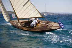 The oldest yacht in the Spetses Classic Yacht in Navissa also won first place in the Vintage Classic Yacht Division. Classic Sailing, Classic Yachts, Fishing Pontoon Boats, Wood Boats, Boat Stuff, Yacht Boat, Dinghy, Set Sail, Tall Ships