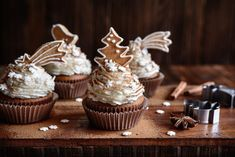 These Gingerbread Cupcakes with Cinnamon Buttercream Frosting Recipe contain just a touch of molasses which makes them taste even tastier. Cinnamon Buttercream Frosting Recipe, Buttercream Frosting For Cupcakes, Frosting Recipes, Cupcake Recipes, Gingerbread Cupcakes, Gingerbread Man, Ingredients For Cupcakes, Cupcakes For Men, Cupcake Pans