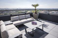 Project penthouse - Hoog ■ Exclusieve woon- en tuin inspiratie. Outdoor Sectional, Sectional Sofa, Outdoor Furniture Sets, Outdoor Decor, Villa, Exterior, Design, Home Decor, Toilet