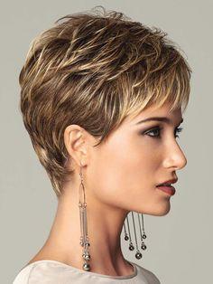 Кроткие волосы, несмотря на распространенное мнение, можно уложить так, чтобы на вечернем мероприятии все взгляды были прикованы к обладательнице