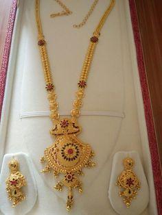 Raani haar with earrings Bridal Mehndi Designs, Mehandi Designs, Mehndi Designs Finger, Gold Mangalsutra Designs, Gold Earrings Designs, Gold Jewellery Design, Necklace Designs, Gold Jewelry Simple, Schmuck Design
