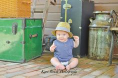 6 month baby boy photo shoot session idea. Hat and old suitcase for a vintage or antique inspiration location or idea. Six month old pictures for fun photography ideas.