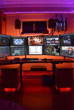 Gaming Room Setup, Computer Setup, Pc Setup, Office Setup, Desk Setup, Set Up Gamer, Video Game Rooms, Video Games, Small Apartment Interior