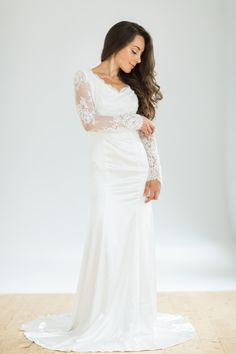 White vintage style mermaid wedding dresses with by CathyTelle
