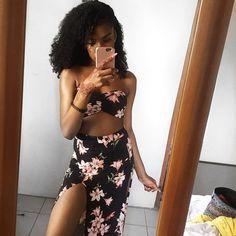 print summer beach dress with curly natural hair