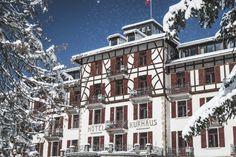 Kurhaus Bergün Tolle Hotels, Multi Story Building, Mansions, Portrait, House Styles, Switzerland, Kids, Mansion Houses, Villas