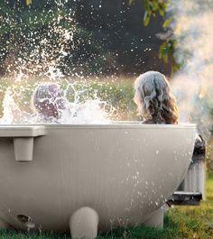 Ervaar de nieuwe luxe van een buitenbad; ga met de Dutchtub Original helemaal op in je omgeving en beleef je eigen tuin of terras op een nieuwe manier.