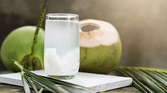 Popular drinks like lemonade and ginger tea might not be to everyone's liking. Some might prefer sweeter, more refreshing drinks & The post This is What Will Happen If You Drink Coconut Water Every Day For a Month appeared first on Healthy Bunk. Pink Coconut Water, Coconut Water Benefits, Coconut Milk, Lassi, Healthy Food For Men, Healthy Foods, Healthy Recipes, Hydrating Foods, Popular Drinks