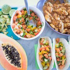 Papaya Salsa and Papaya Chicken Tacos - Food and Drink Recipes Healthy Family Dinners, Healthy Dinner Recipes, Healthy Snacks, Healthy Kids, Fruit Recipes, Real Food Recipes, Snack Recipes, Chicken Tacos