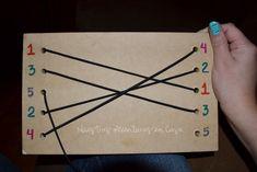 Tabla de ensartado para unir números con números, vocales con vocales y muchas cosas más, super divertido, a la vez que los peques hacen actividades de unir, trabajan su motricidad fina - HOMESCHOOL