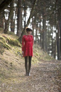 Robe en dentelle rouge / red lace dress