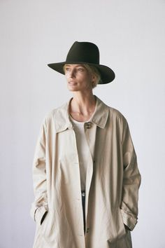 Capsule Wardrobe Essentials, Fall Capsule Wardrobe, Wide Brim Fedora, Fedora Hat, Traditional Fashion, Brown Suede, Classic Style, Raincoat