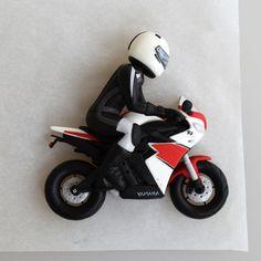 how to make fondant gumpaste motorcycle Fondant Figures Tutorial, Cake Topper Tutorial, Fondant Toppers, Fondant Cakes, Cupcake Cakes, Cupcakes, Mini Tortillas, Motor Cake, Motorcycle Cake