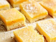 Delicious Honey Ginger Lemon Bars - all my favourites in one bar! Lemon Recipes, Sweets Recipes, Cookie Recipes, Rainbow Food, Sweets Cake, Lemon Bars, Cafe Food, How Sweet Eats, Dessert Bars