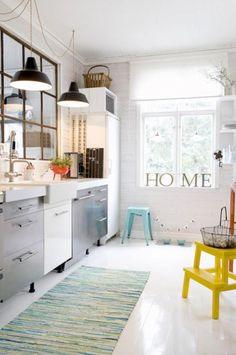 Keep your kitchen inside all the trends with these amazing Mid-century Modern Kitchen Decor Ideas! www.delightfull.eu #interiordesign #homedecor #kitchendecor