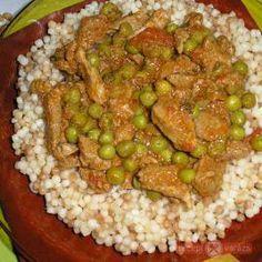 Zöldborsós sertésragu, tarhonyával Hungarian Recipes, Fried Rice, Meat Recipes, Guacamole, Pork, Vegetables, Cooking, Ethnic Recipes, Budapest