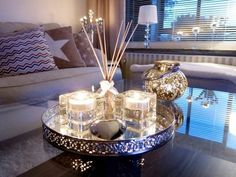 … …wohnzimmer The post … …wohnzimmer appeared first on Fas Coffee Table Styling, Decorating Coffee Tables, Table Decor Living Room, Bedroom Decor, Design Tisch, Tray Decor, Diy Wood Projects, Home Decor Inspiration, Living Room Designs
