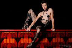 Marcelo D'Avilla: boylesque e a arte de burlar (Interview) Men In Heels, High Heels, Dark Circus, Male Makeup, Gender Bender, London Bridge, Buy Tickets, Cabaret, Androgynous