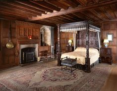 Tudor Bedroom, Hever Castle, Edenbridge, Kent (given to Anne of Cleves, 4th wife of Henry VIII after their annulment)