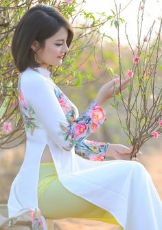 Goa Escorts Book 9654522123 Call Girl Services in Goa Vietnamese Traditional Dress, Traditional Dresses, Vietnamese Dress, Beautiful Girl Image, Beautiful Asian Women, Asian Fashion, Girl Fashion, Dress Fashion, Ao Dai