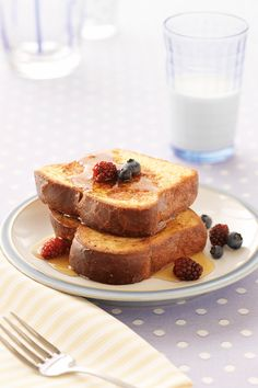 Baked French Toast In a baking dish, whisk together 3 eggs, 1 tablespoon water, and teaspoon vanilla extract. Soak 4 slices cinnamon-raisin bread for 5 min. Bake at 350 degrees F until golden brown. Vanilla French Toast, Fluffy French Toast, Eggnog French Toast, French Toast Bake, Epicure Recipes, Egg Recipes, Brunch Recipes, Baby Food Recipes, Breakfast Recipes
