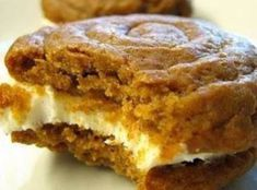 Dreamy Desserts: Pumpkin Whoopie Pies with Creamy Cream Cheese Filling . I love any kind of whoopie pie :) Pumpkin Recipes, Fall Recipes, Sweet Recipes, Cookie Recipes, Healthy Recipes, Pie Recipes, Yummy Recipes, Healthy Snacks, Healthy Eating